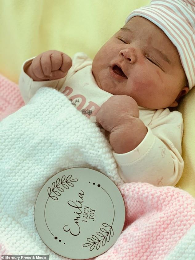 Mẹ bầu rạn da đến mức chảy cả máu, đến khi em bé chào đời bác sĩ kịp hiểu ngay ra nguyên nhân vì sao - Ảnh 6.