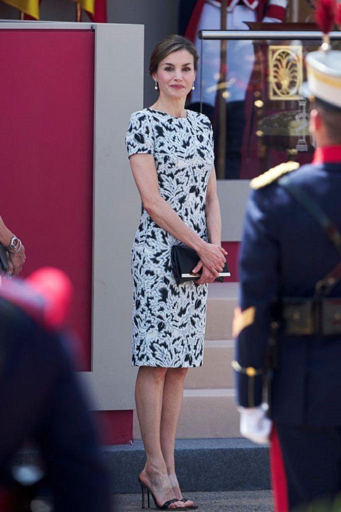 Nữ hoàng Tây Ban Nha 48 tuổi vẫn mê váy hoa, và đây là những tip quan trọng có thể học được từ bà - Ảnh 5.
