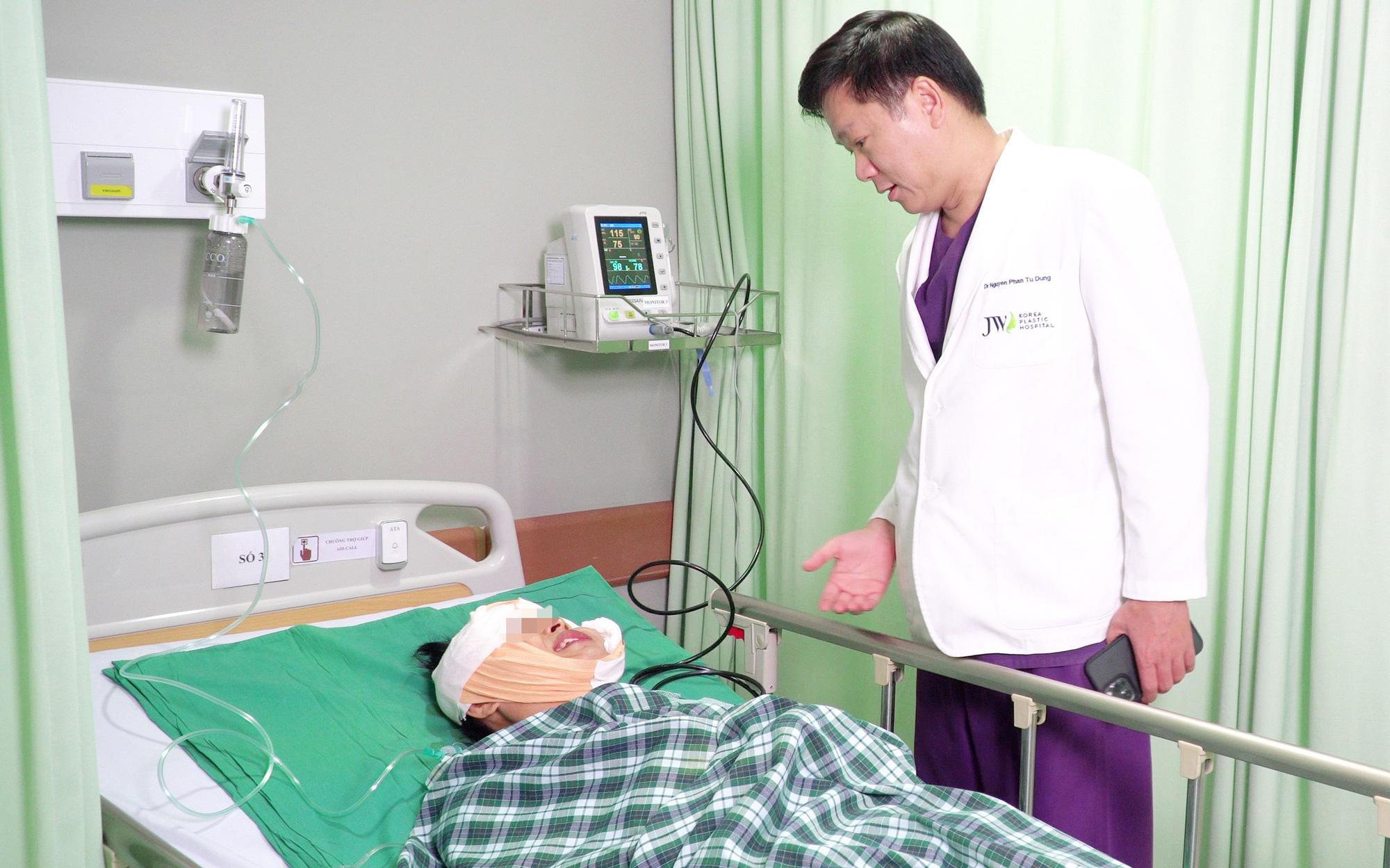 Bác sĩ bệnh viện JW mổ khẩn khối u máu khổng lồ khiến bệnh nhân liệt nửa mặt nhiều năm