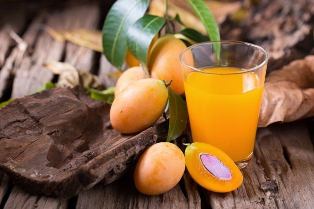 plango-fruit-marian-plum-tropical-southeast-asia-fruit-glass-juice_33736-1339.jpeg