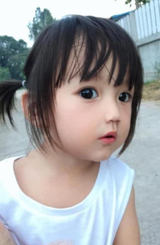 Em bé xinh đẹp bị nghi ngờ là... búp bế, người mẹ không còn cách nào khác ngoài việc đăng ảnh gia đình để chứng minh nhan sắc - Ảnh 7.
