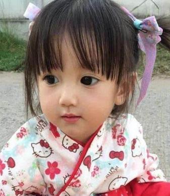 Em bé xinh đẹp bị nghi ngờ là... búp bế, người mẹ không còn cách nào khác ngoài việc đăng ảnh gia đình để chứng minh nhan sắc - Ảnh 5.