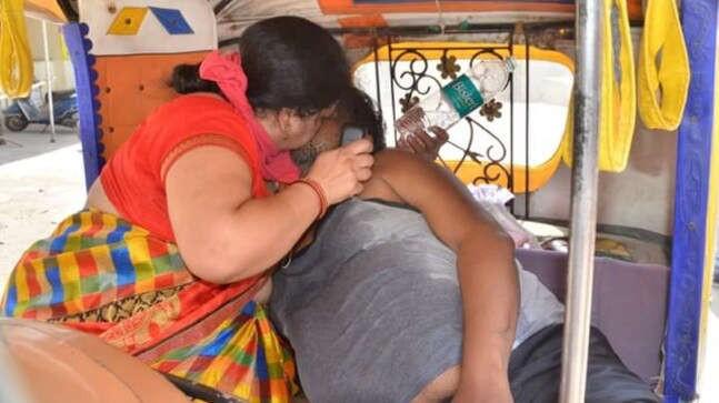 """Giữa lúc """"bão Covid-19"""" hoành hành Ấn Độ, cô gái trẻ bị 2 gã người quen dụ dỗ bằng liều vaccine rồi bị cưỡng hiếp tập thể không thương tiếc - Ảnh 3."""