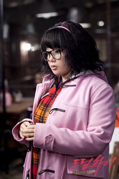 5 tạo hình khiến diễn viên Hàn muốn chôn sống: Makeup thảm họa của Song Joong Ki chưa sốc bằng trùm cuối - Ảnh 7.