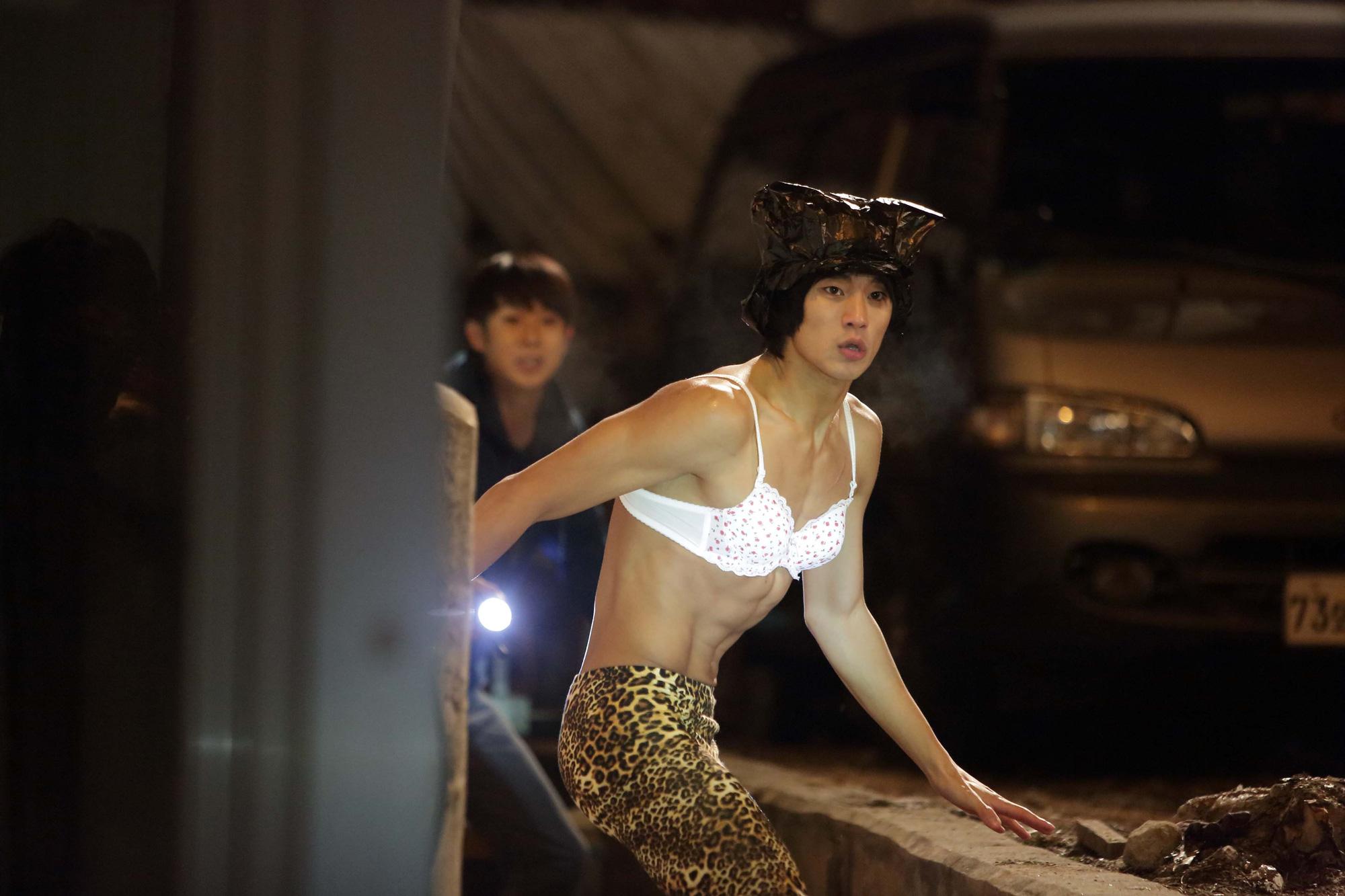 5 tạo hình khiến diễn viên Hàn muốn chôn sống: Makeup thảm họa của Song Joong Ki chưa sốc bằng trùm cuối - Ảnh 20.
