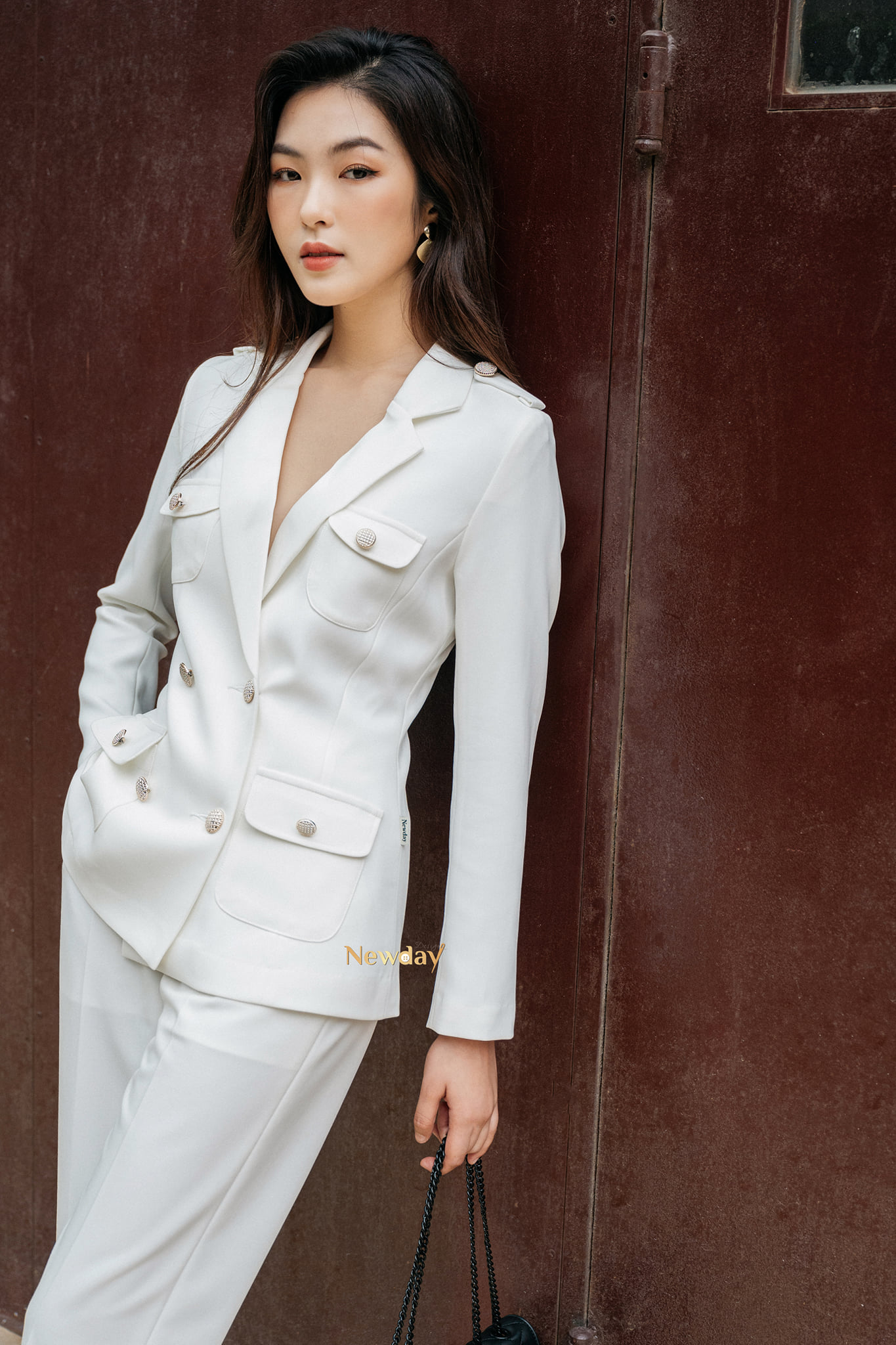 """Ai nói diện suit """"già như mợ"""" nhìn Hari Won 35 tuổi vẫn trẻ trung tươi mới thế này, chị em lại có thêm vài chiêu diện suit chanh xả ngút ngàn cho mùa mới  - Ảnh 5."""
