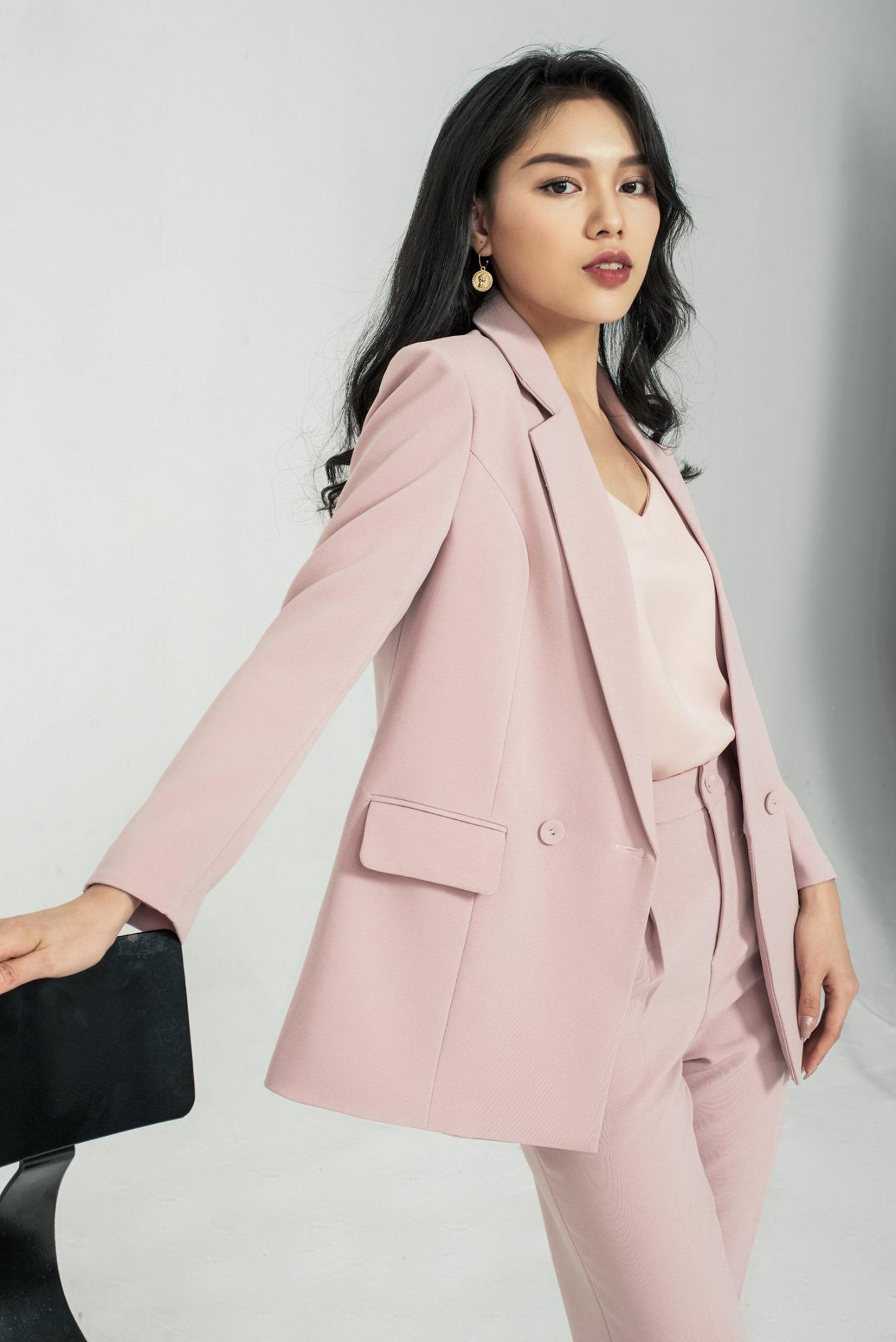 """Ai nói diện suit """"già như mợ"""" nhìn Hari Won 35 tuổi vẫn trẻ trung tươi mới thế này, chị em lại có thêm vài chiêu diện suit chanh xả ngút ngàn cho mùa mới  - Ảnh 7."""