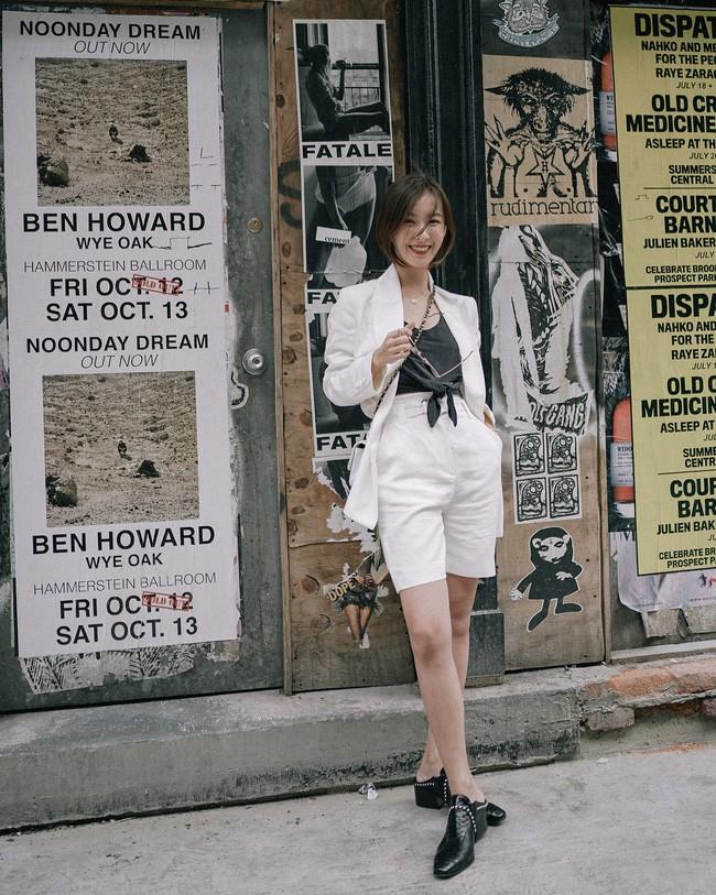 """Ai nói diện suit """"già như mợ"""" nhìn Hari Won 35 tuổi vẫn trẻ trung tươi mới thế này, chị em lại có thêm vài chiêu diện suit chanh xả ngút ngàn cho mùa mới  - Ảnh 4."""