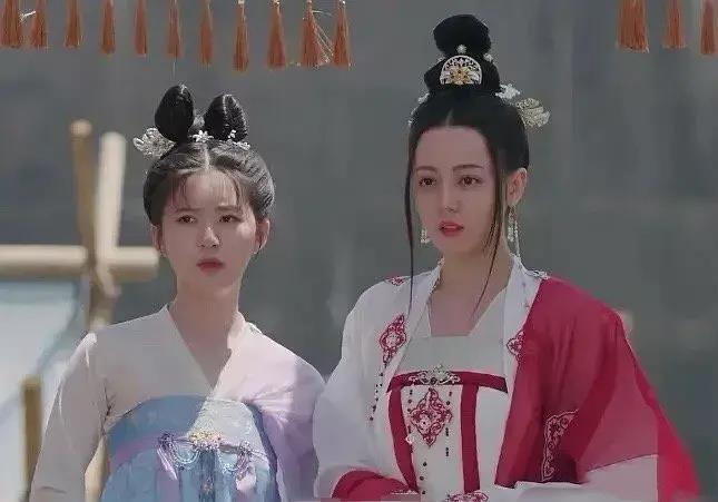 Trường Ca Hành: Hết Địch Lệ Nhiệt Ba đến Triệu Lộ Tư bị chê cười, netizen mắng công chúa mà mặc như người hầu - Ảnh 2.