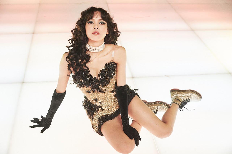 Fan đòi spoil về màn debut solo, Lisa (BLACKPINK) chỉ nói một câu nhưng ai cũng đoán là tên album mới? - Ảnh 3.