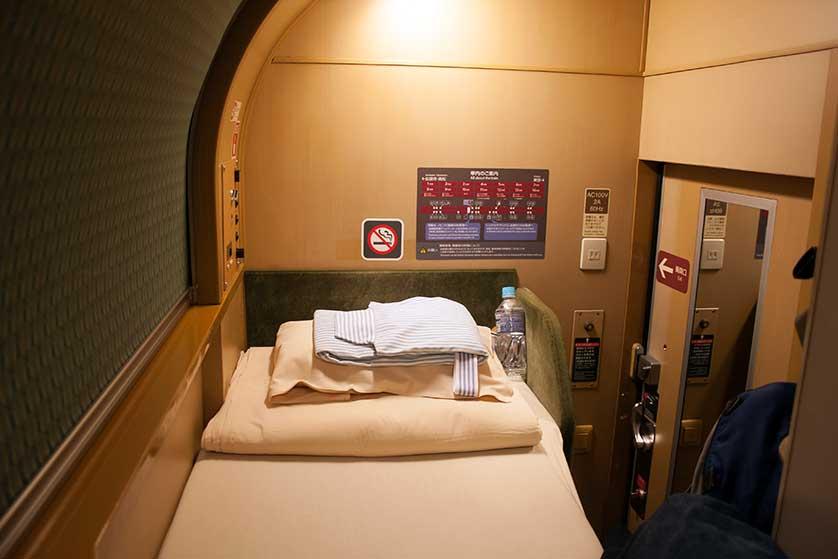 Có gì bên trong chuyến tàu xuyên đêm duy nhất còn sót lại ở Nhật Bản? 007