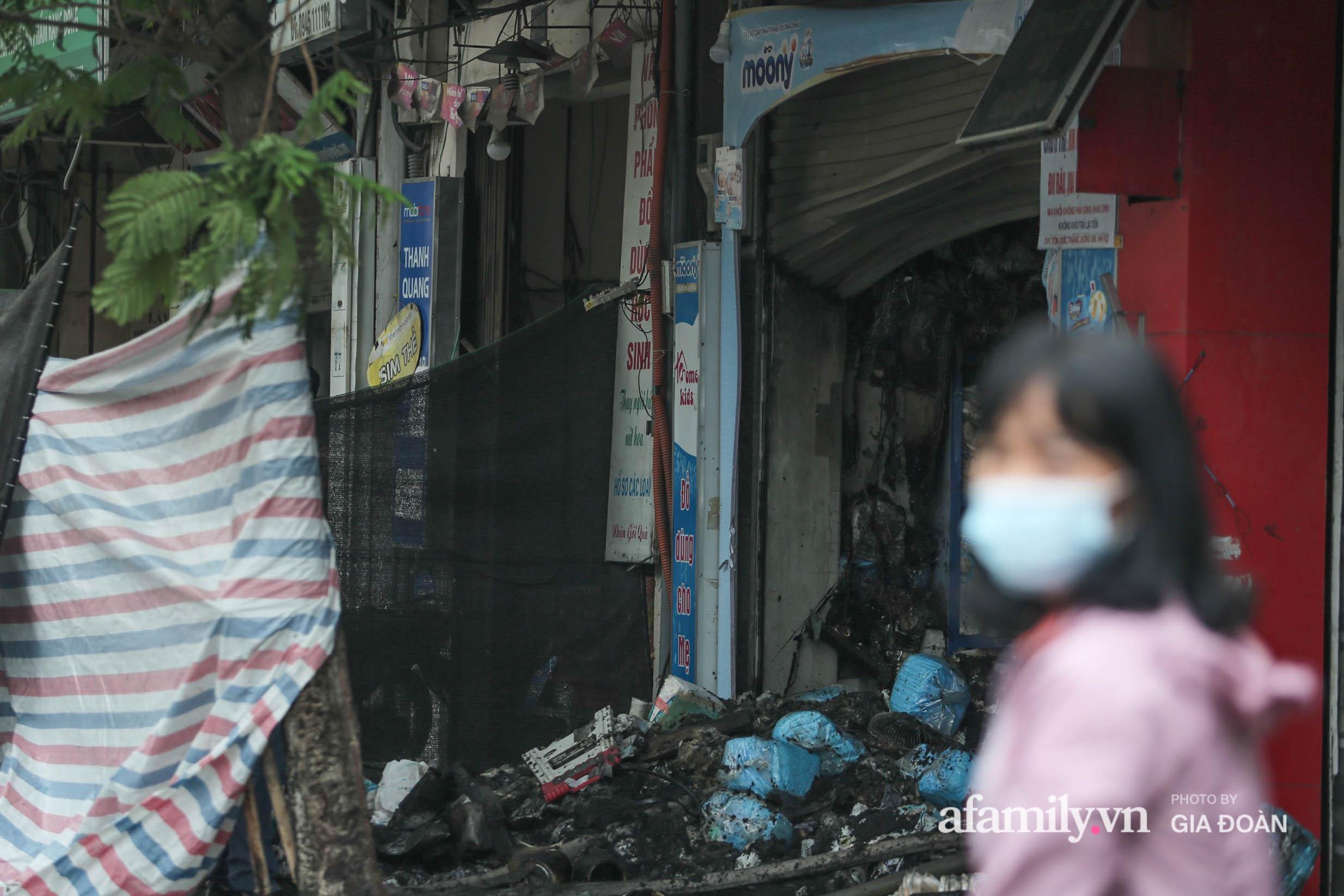 Hiện trường ám ảnh bên trong ngôi nhà bị cháy khiến 4 người trong cùng một gia đình tử vong ở Hà Nội - Ảnh 6.