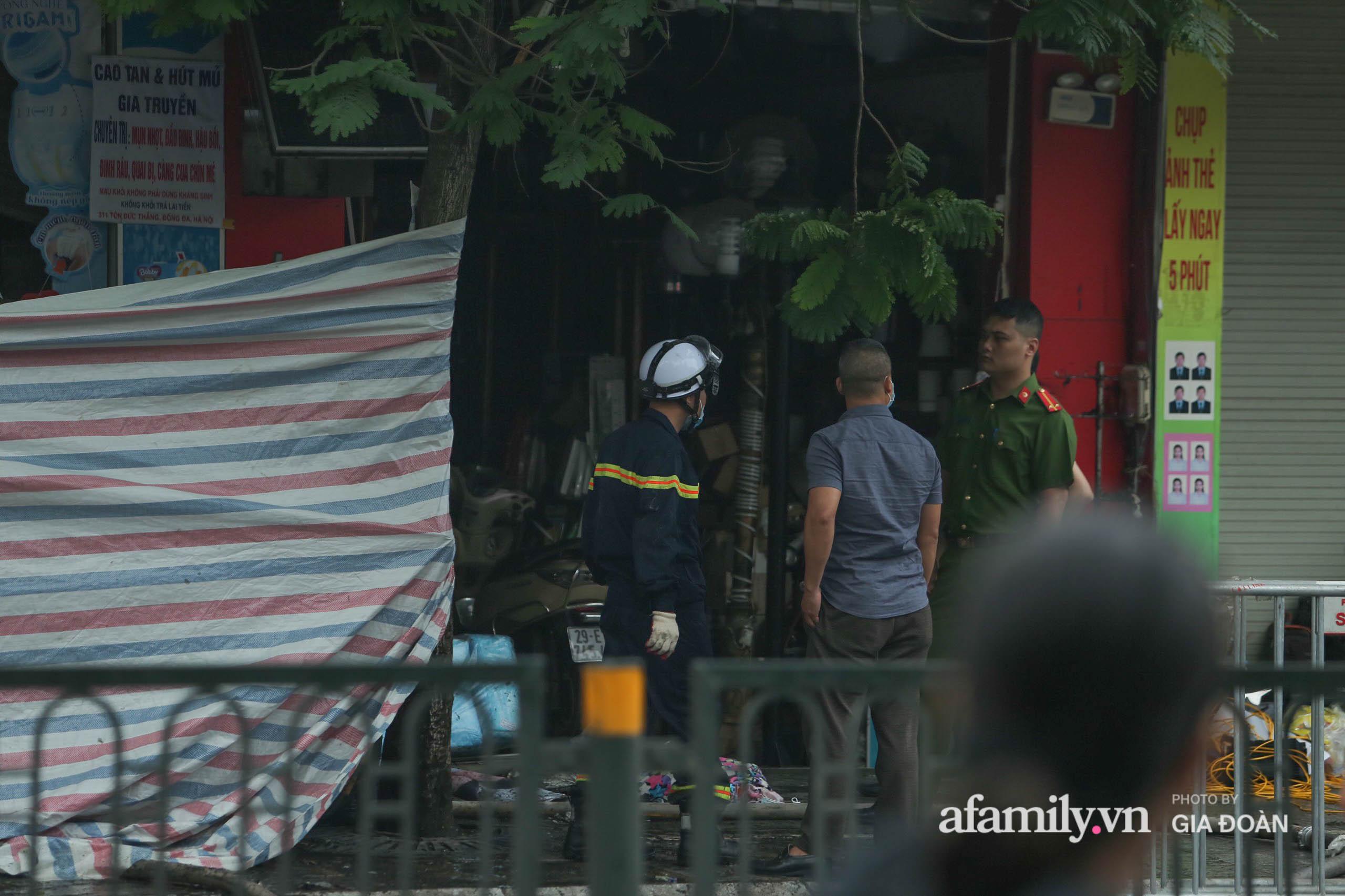 Hiện trường ám ảnh bên trong ngôi nhà bị cháy khiến 4 người trong cùng một gia đình tử vong ở Hà Nội - Ảnh 8.