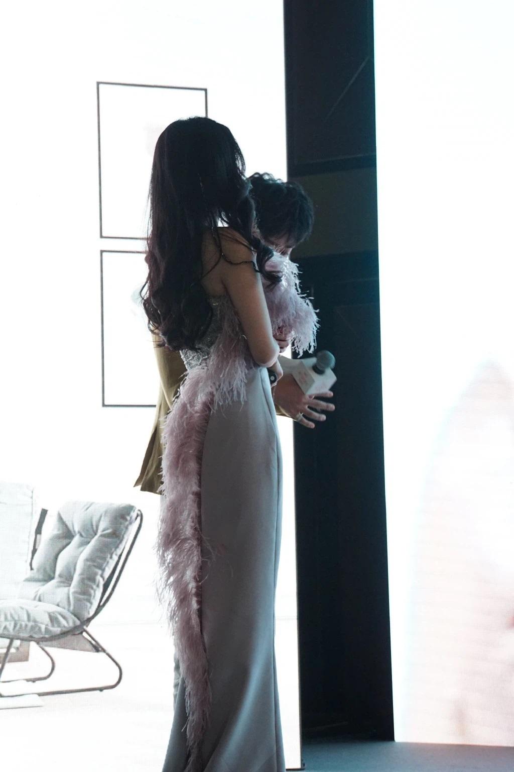 """Dương Mịch lao vào cuộc đua đồ cao cấp, đổi stylist để """"lấy le"""" diện đồ Haute Couture đi sự kiện nhưng vẫn bị dân tình chê bai - Ảnh 9."""