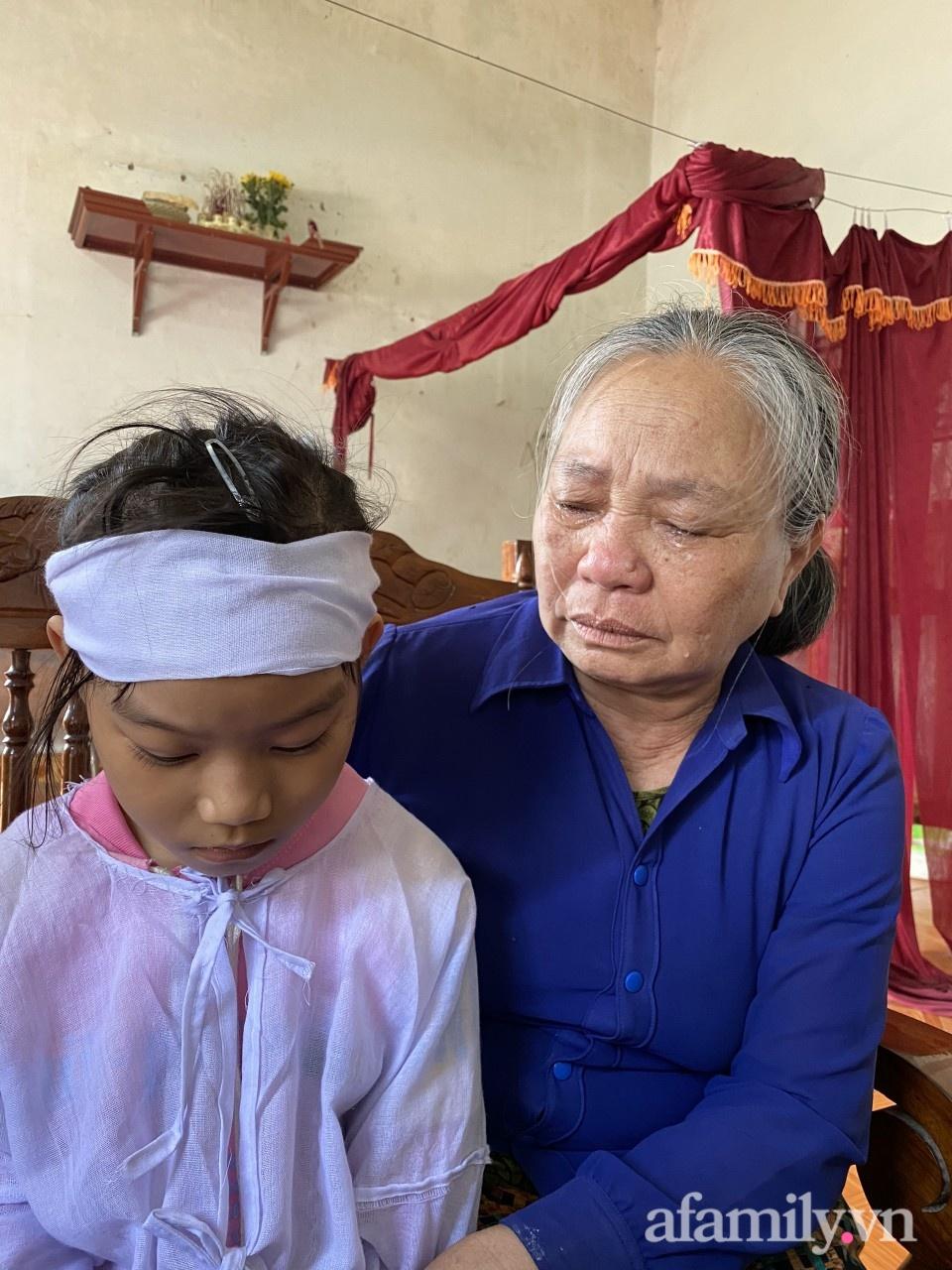 Mẹ bỏ đi biền biệt gần 10 năm, bố đột ngột qua đời, thiếu nữ 17 tuổi vừa làm mẹ đơn thân vừa nuôi 2 đứa em thơ dại - Ảnh 2.