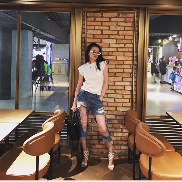 """""""Bạn thân Hà Tăng"""" diện ngay chiếc quần jeans mà dân tình xa lánh, lập lại vết xe đổ từ style thảm họa của Hương Giang, Phượng Chanel - Ảnh 7."""