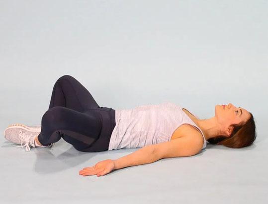 8 bài tập giãn cơ bạn nên thực hiện hàng đêm để vừa ngủ ngon lại giảm đau mỏi sau một ngày làm việc - Ảnh 18.