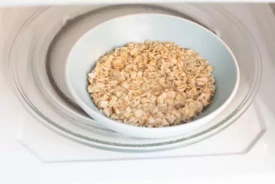 Chỉ cần 5 phút là hội chị em đã có món yến mạch ngon lành để ăn sáng chỉ với chiếc lò vi sóng  - Ảnh 4.