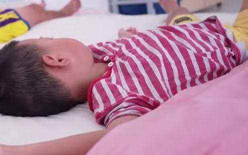 Bé trai 5 tuổi liên tục kêu đau vùng kín, bác sĩ chỉ ra nguyên nhân khiến bố mẹ giật mình