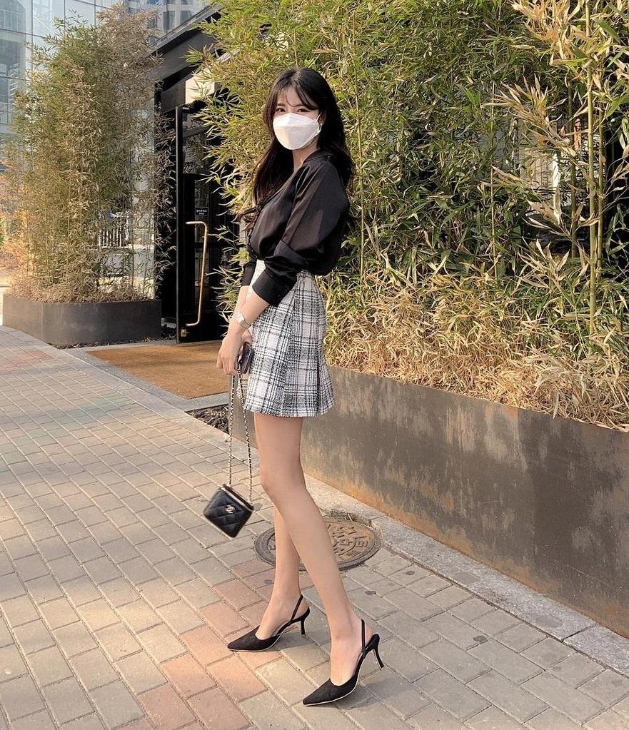 Để mùa Hè tự tin diện váy vóc khoe chân thon, chị em đừng quên tập 6 động tác này để đùi thon nhỏ - Ảnh 2.