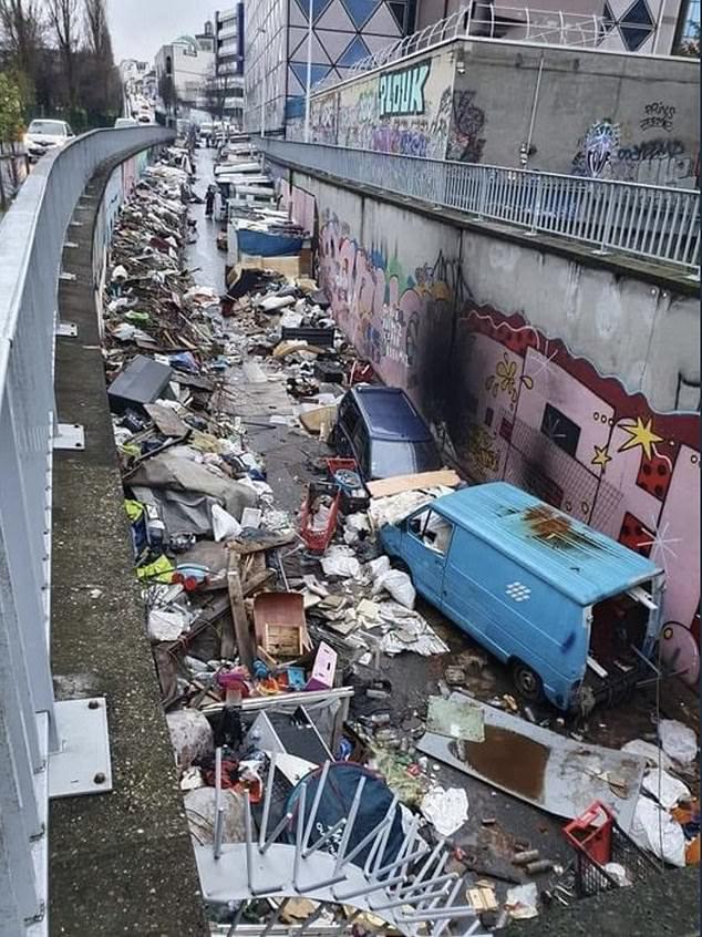"""Những hình ảnh gây sốc cho thấy thành phố Paris hoa lệ """"ngập trong rác"""" khiến cộng đồng mạng thất vọng tràn trề, thực hư ra sao? - Ảnh 1."""