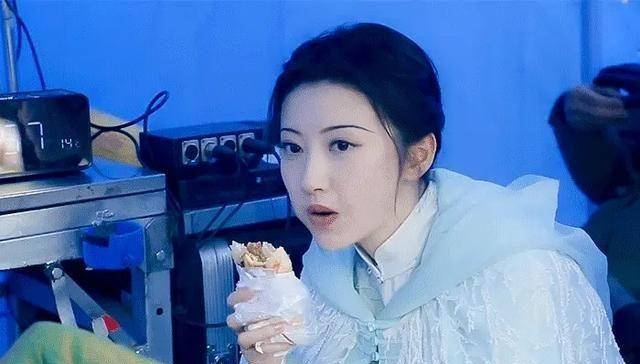 Tư Đằng: Quên ma nữ đẹp mê mẩn đi, Cảnh Điềm bị soi cảnh ăn uống vội vàng chưa từng lộ ra - Ảnh 2.