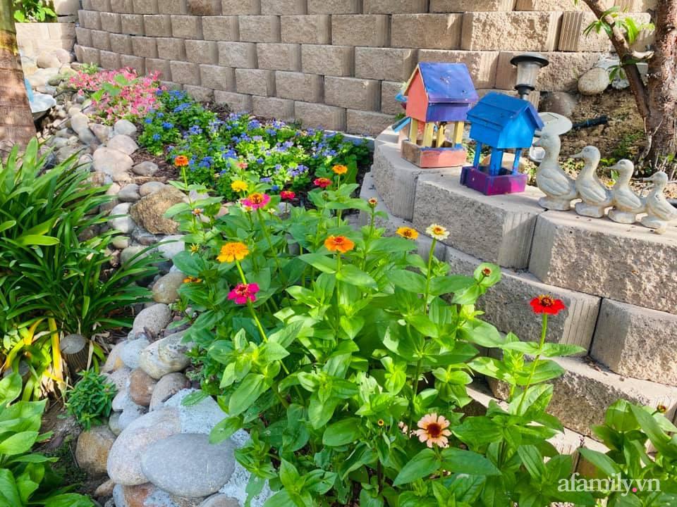 Khu vườn 750m² muôn hoa khoe sắc tỏa hương của mẹ Việt thức đêm chăm cây ở Mỹ - Ảnh 14.
