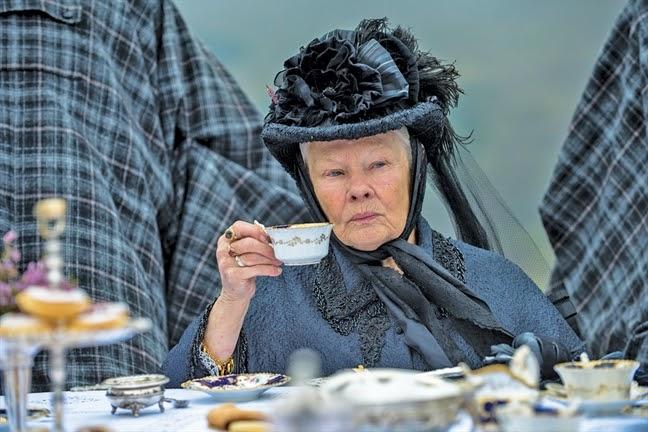 """Nữ hoàng Anh và mối tình kỳ lạ với """"nam sủng"""" kém 44 tuổi bị coi là bê bối bậc nhất lịch sử Hoàng gia - Ảnh 1."""