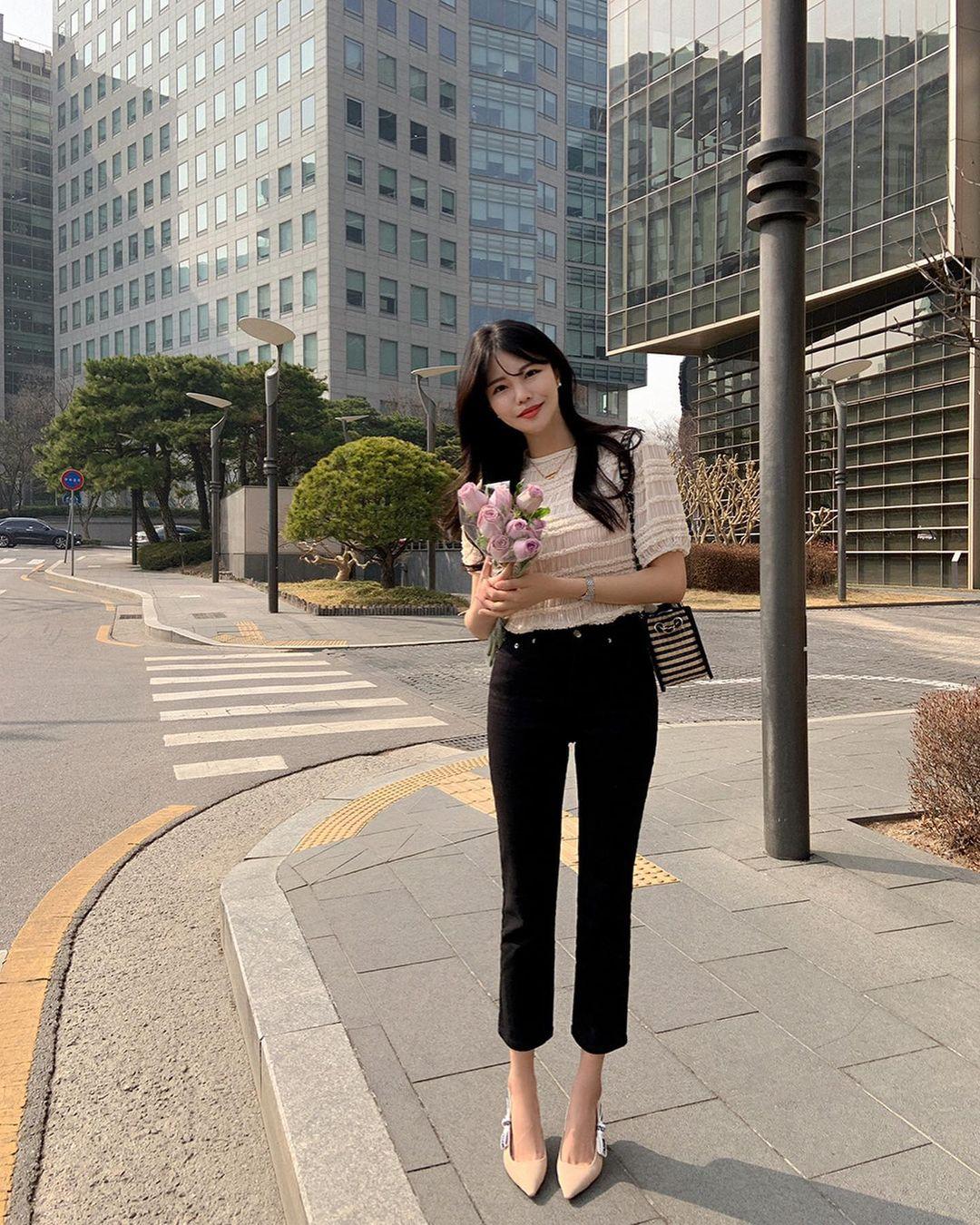 """Học nàng blogger Hàn cách diện jeans """"đỉnh của chóp"""": Vừa hack dáng vừa thanh lịch để diện đến sở làm - Ảnh 7."""