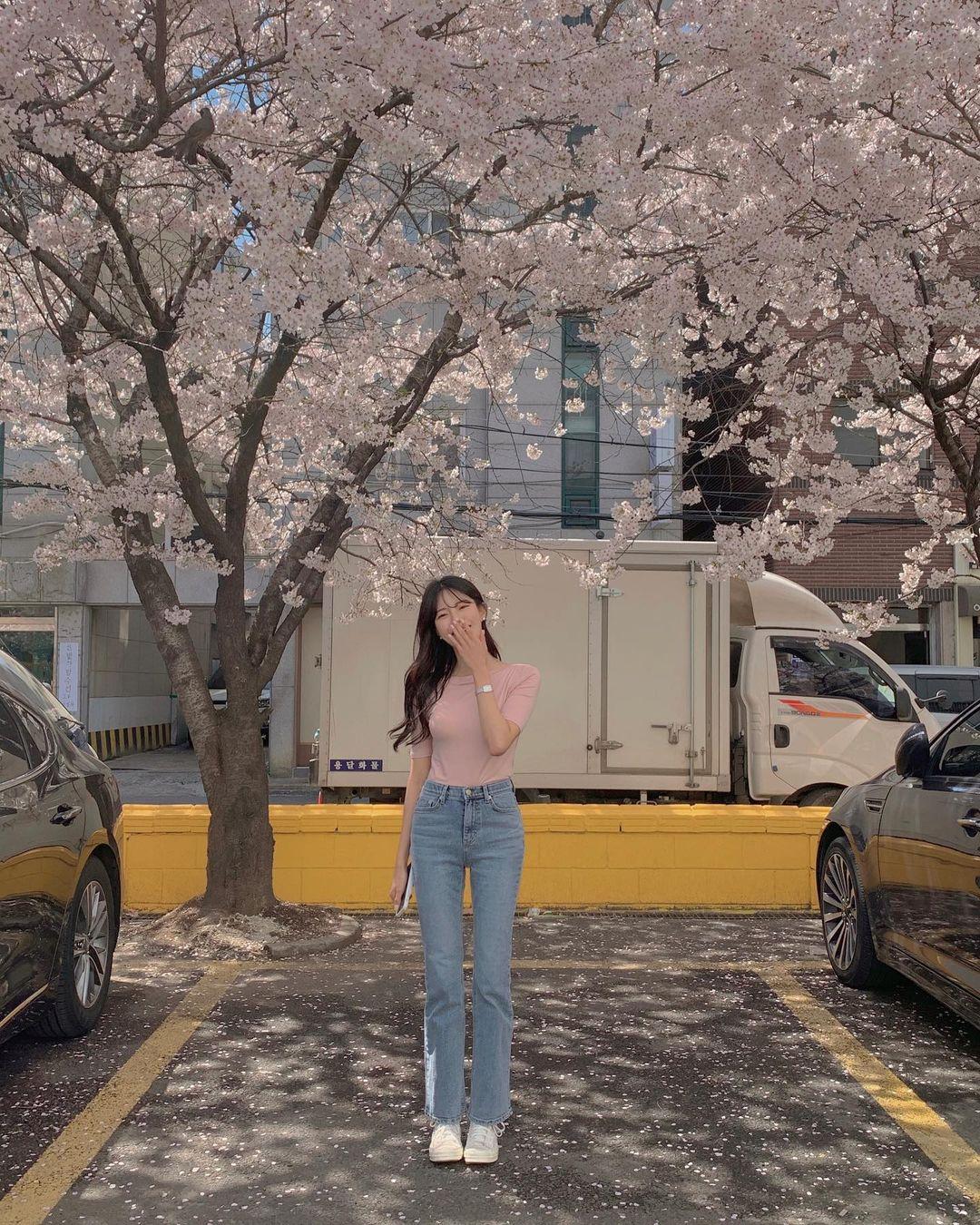 """Học nàng blogger Hàn cách diện jeans """"đỉnh của chóp"""": Vừa hack dáng vừa thanh lịch để diện đến sở làm - Ảnh 3."""