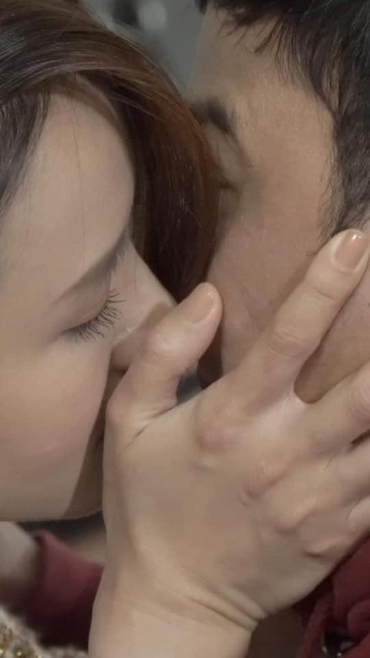 """Hồng Đăng bức xúc vì Hồng Diễm hôn Doãn Quốc Đam, cư dân mạng chỉ ra bằng chứng nụ hôn """"pha ke"""" trắng trợn - Ảnh 6."""