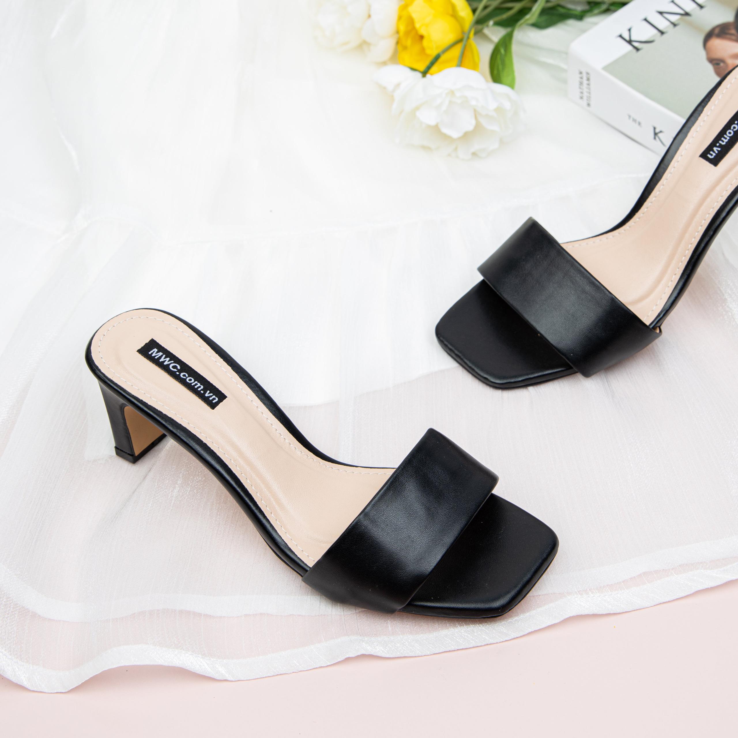 Kiểu giày hot nhất Hè năm nay của gái Pháp: Diện cùng váy vóc là chuẩn tinh tế và đẹp xinh miễn bàn - Ảnh 4.