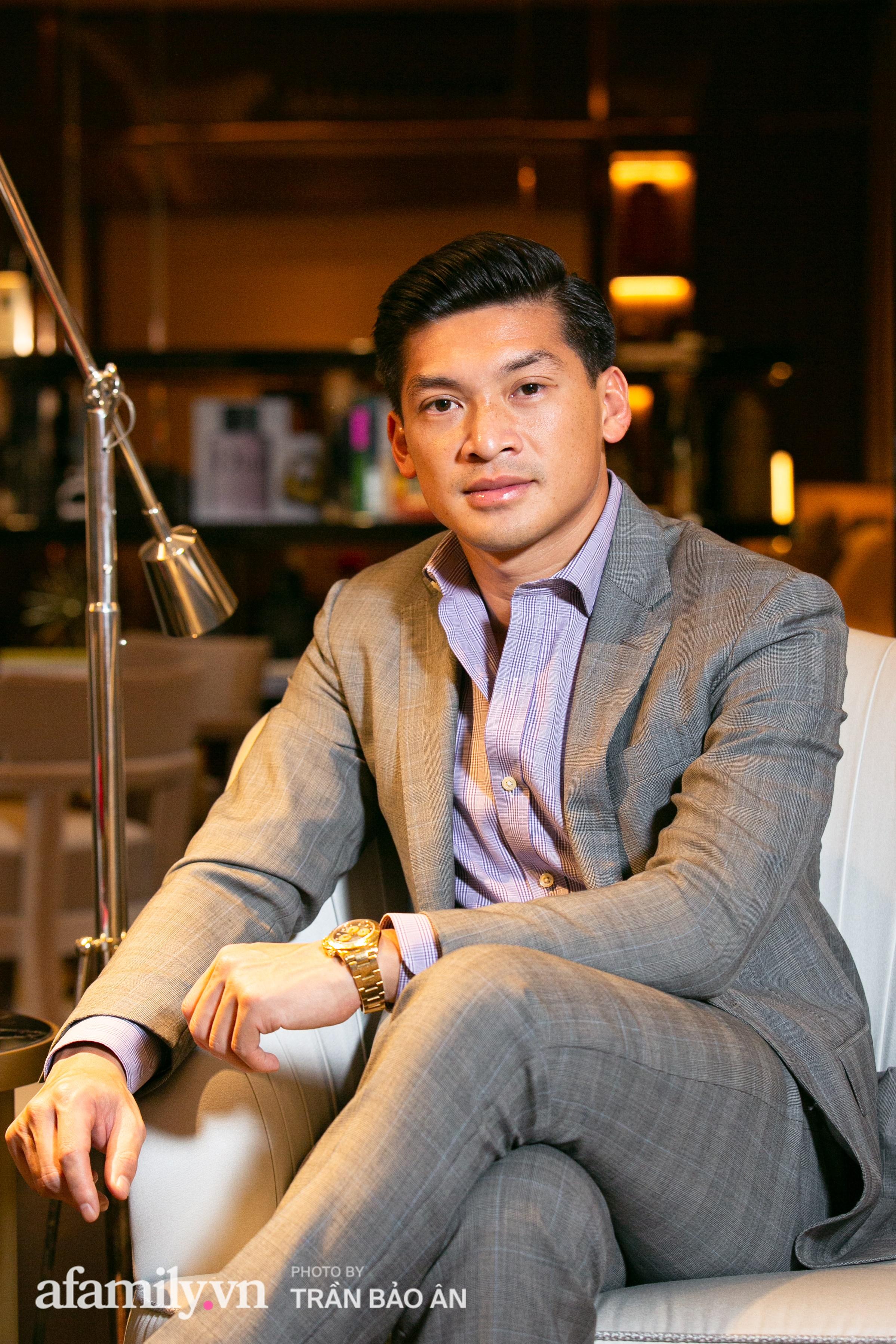 """Yves Huy Phan – CEO 30 tuổi làm chủ đế chế nội thất xa xỉ tiết lộ quá trình """"làm giàu"""" và điều bí mật trong mối tình đồng giới với nhà thiết kế nội thất nổi tiếng nhất Việt Nam - Ảnh 2."""