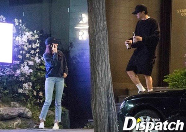 Soi style đi hẹn hò của 12 cặp đôi quyền lực xứ Hàn: Tất cả đều ăn vận siêu đơn giản chứ không lồng lộn như ta tưởng - Ảnh 7.