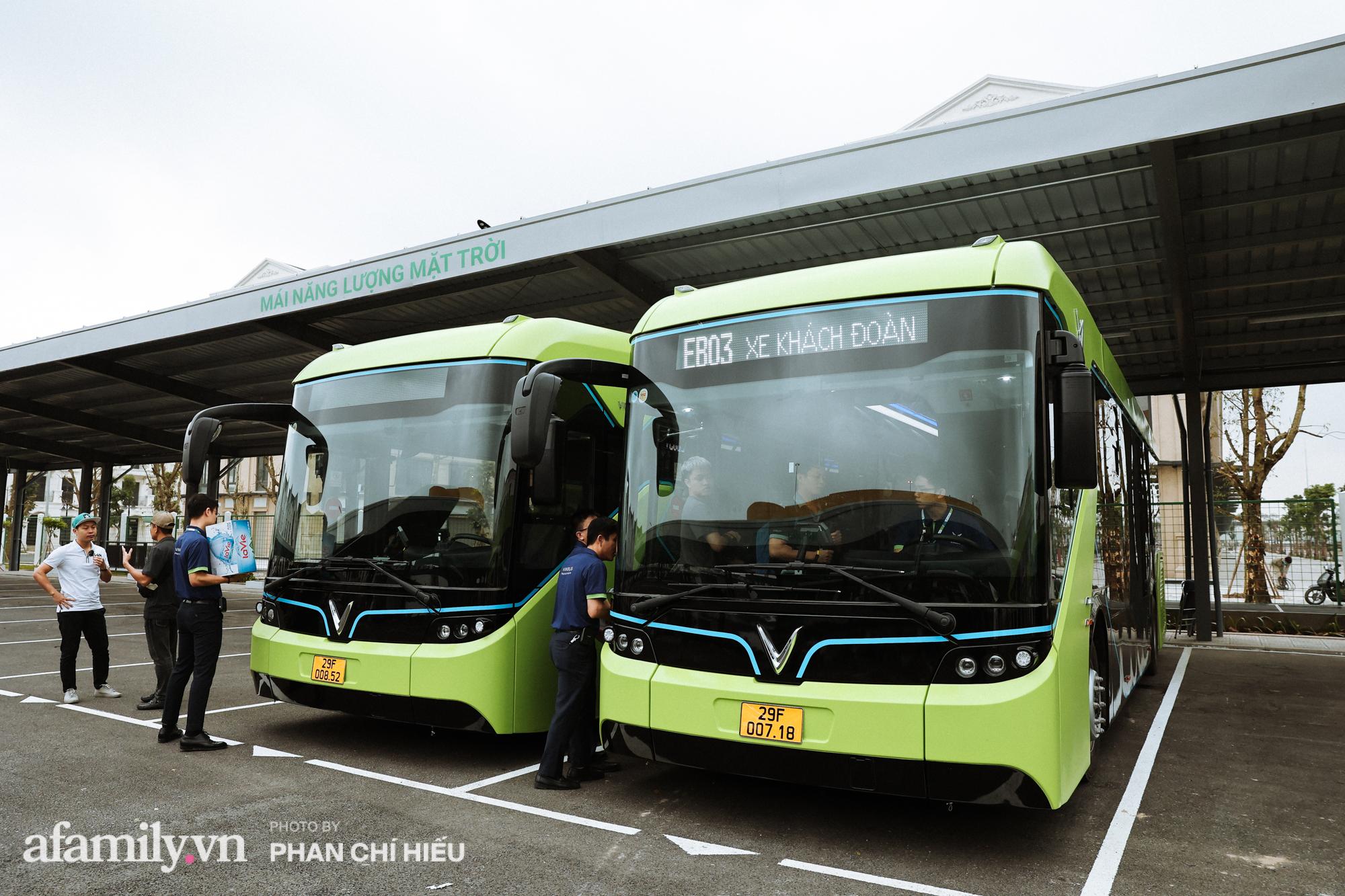 Khám phá tuyến xe buýt điện đầu tiên tại Hà Nội, sử dụng nguồn năng lượng vô tận từ năng lượng mặt trời, xe đủ thử trang bị tiện ích chẳng kém gì những chiếc xế hộp xịn xò - Ảnh 1.