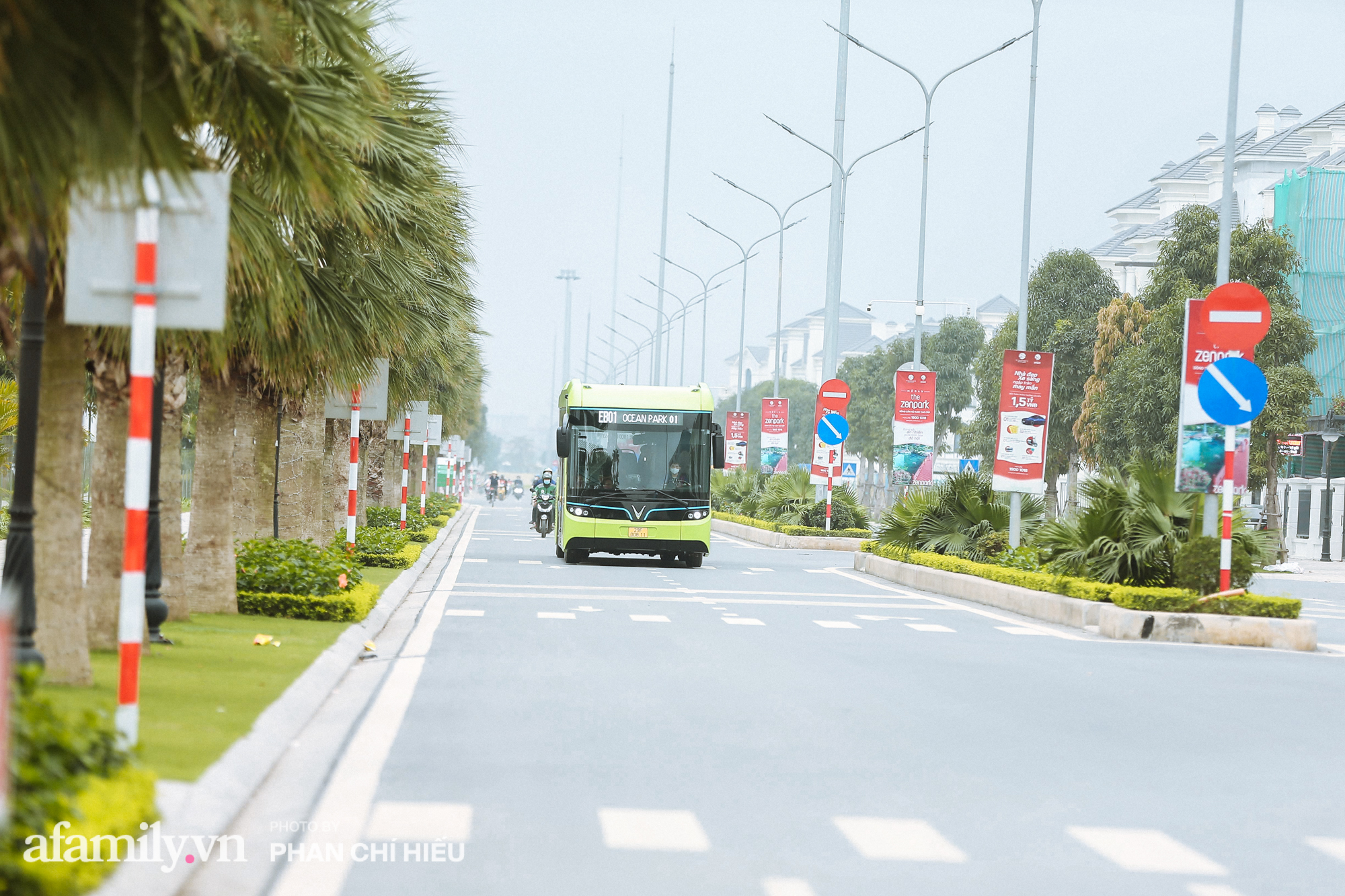 Khám phá tuyến xe buýt điện đầu tiên tại Hà Nội, sử dụng nguồn năng lượng vô tận từ năng lượng mặt trời, xe đủ thử trang bị tiện ích chẳng kém gì những chiếc xế hộp xịn xò - Ảnh 10.