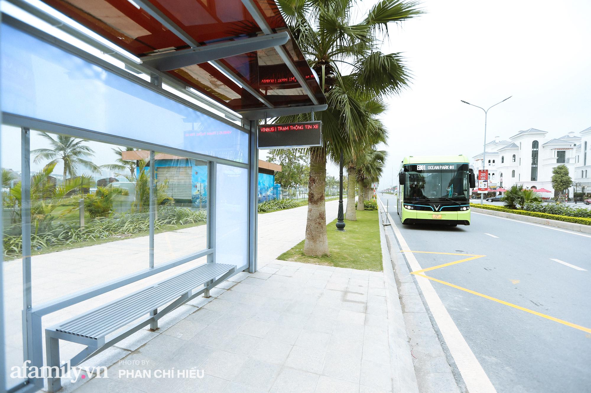Khám phá tuyến xe buýt điện đầu tiên tại Hà Nội, sử dụng nguồn năng lượng vô tận từ năng lượng mặt trời, xe đủ thử trang bị tiện ích chẳng kém gì những chiếc xế hộp xịn xò - Ảnh 12.