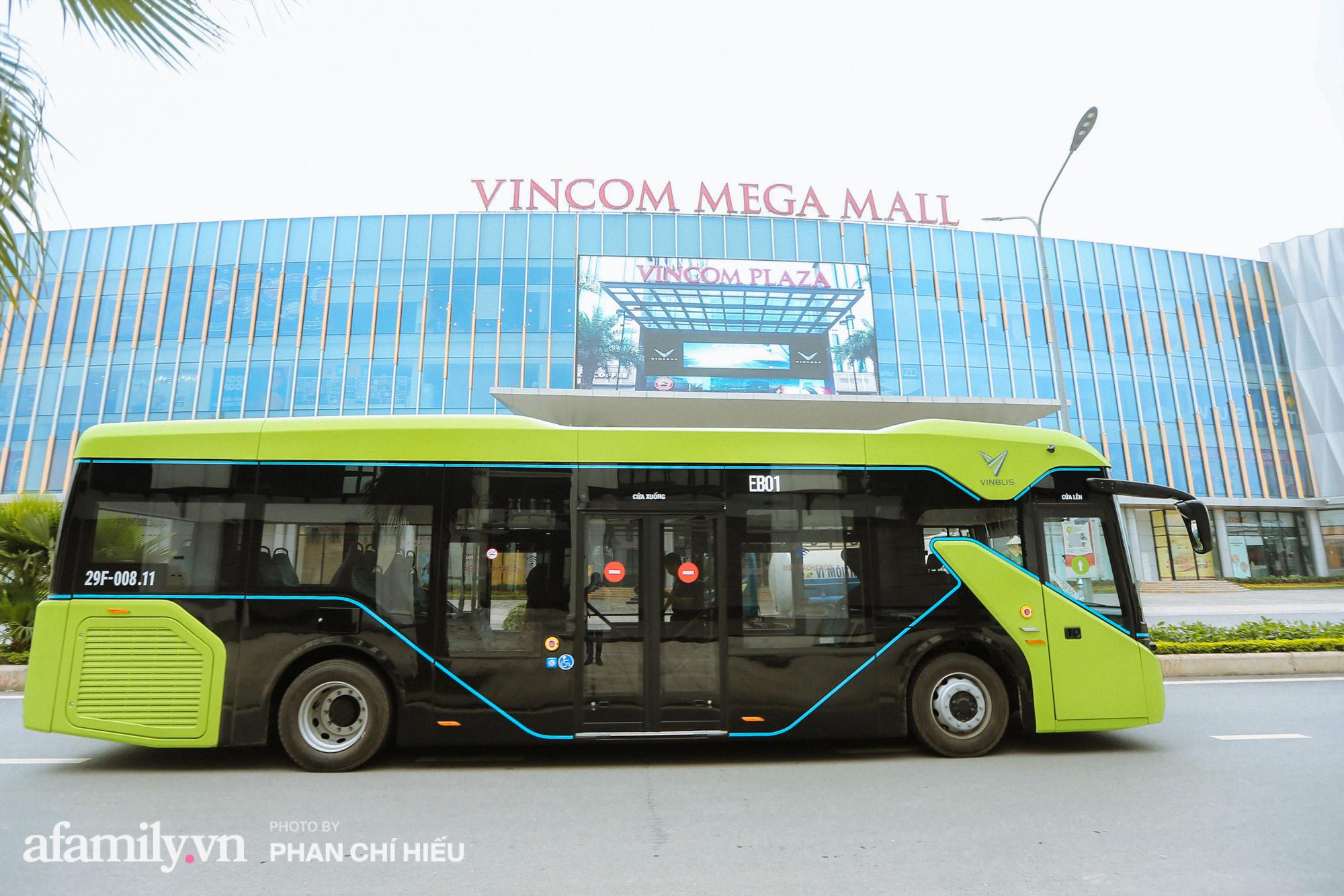 Khám phá tuyến xe buýt điện đầu tiên tại Hà Nội, sử dụng nguồn năng lượng vô tận từ năng lượng mặt trời, xe đủ thử trang bị tiện ích chẳng kém gì những chiếc xế hộp xịn xò - Ảnh 2.