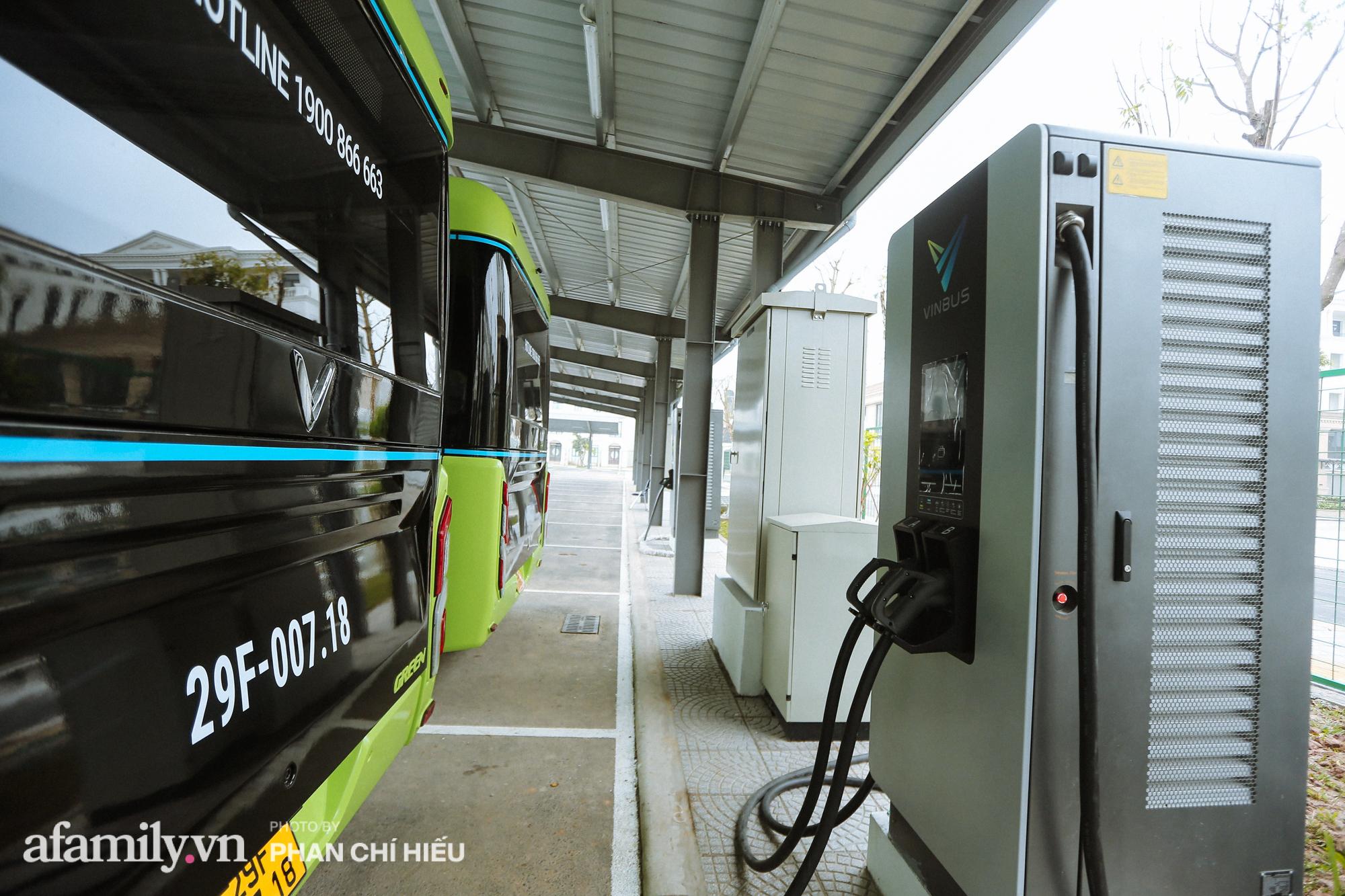 Khám phá tuyến xe buýt điện đầu tiên tại Hà Nội, sử dụng nguồn năng lượng vô tận từ năng lượng mặt trời, xe đủ thử trang bị tiện ích chẳng kém gì những chiếc xế hộp xịn xò - Ảnh 9.