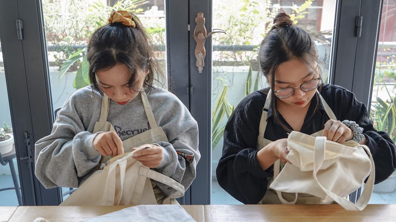 Cuối tuần mình làm gì: Hội chị em thử đi workshop vẽ lụa, thêu tay hay học pha mocktail xem sao?  - Ảnh 9.