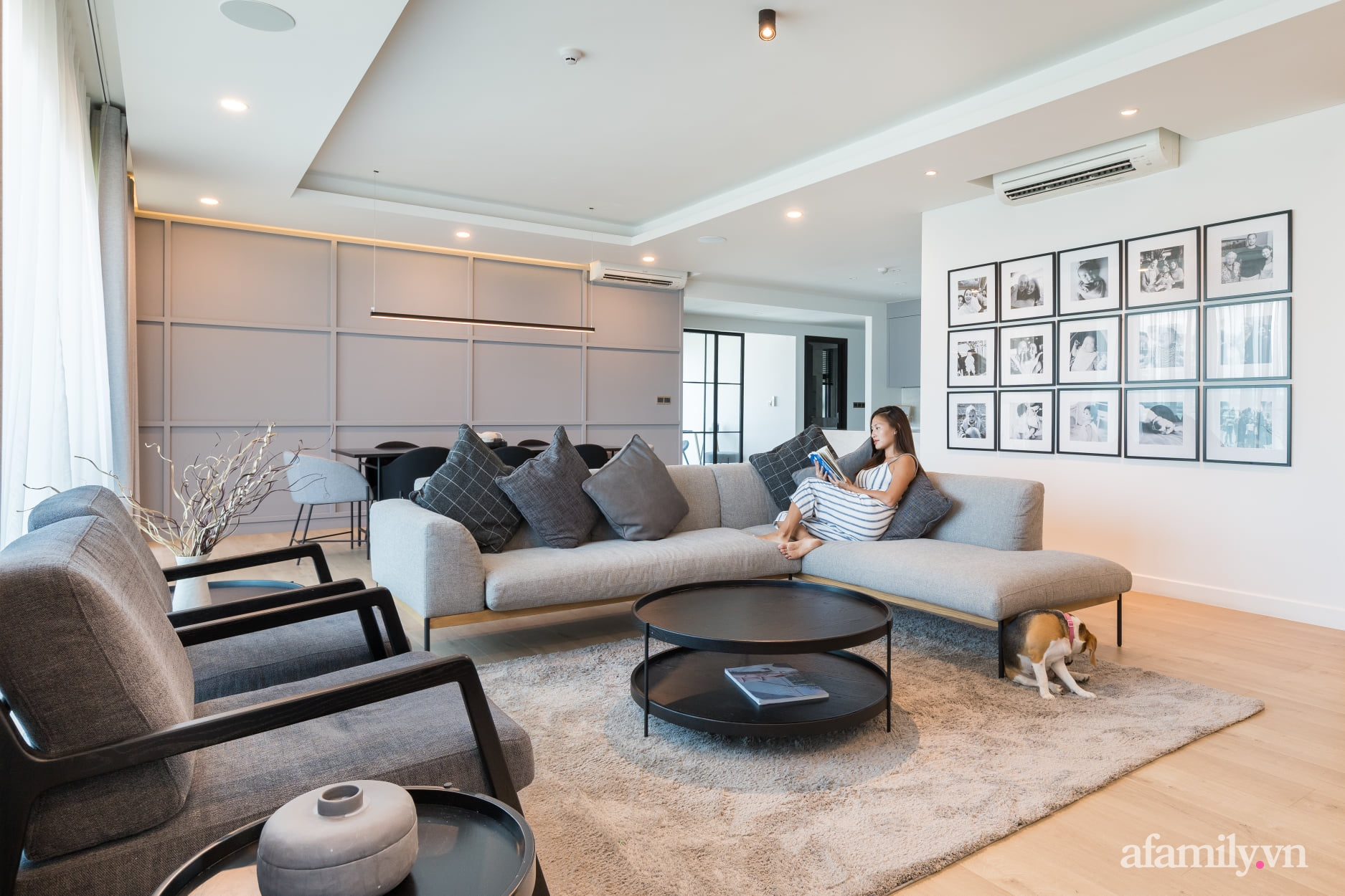 Căn hộ 216m² đẹp sang trọng và hiện đại thu trọn vẻ đẹp quận 2 Sài Gòn trong tầm mắt nhờ phong cách Minimalism - Ảnh 1.