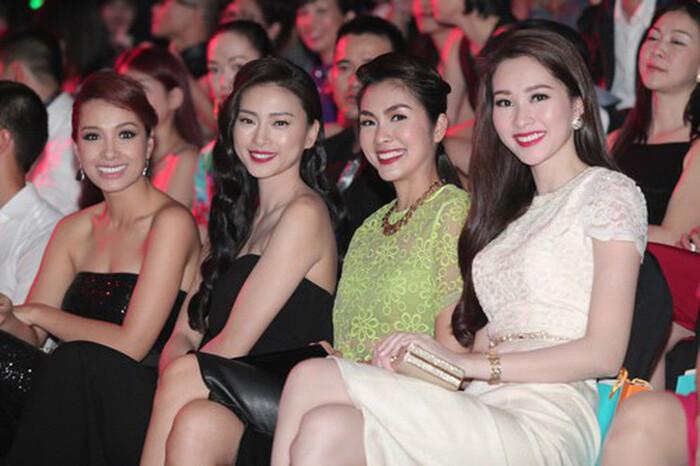 """Hà Tăng khi chung khung hình với dàn Hoa hậu: Makeup đậm hay nhạt cũng không """"ngán"""" bất cứ ai  - Ảnh 6."""