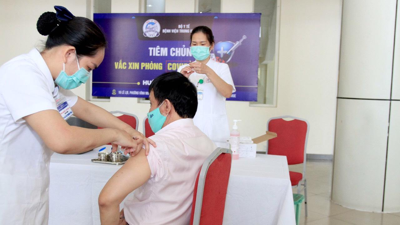 Sáng 1/5: Không có ca bệnh; gần 510.000 người Việt Nam đã tiêm vắc xin COVID-19 - Ảnh 1.