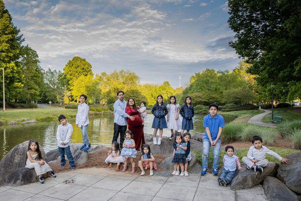 Nhìn vào bức hình gia đình, ai cũng hiểu lý do vì sao các y bác sĩ ở bệnh viện đều quen mặt bà mẹ này - Ảnh 4.