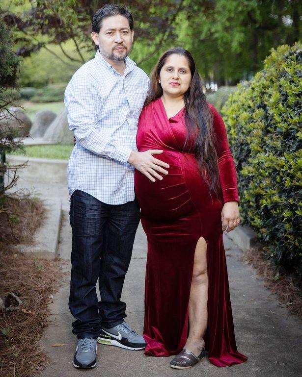 Nhìn vào bức hình gia đình, ai cũng hiểu lý do vì sao các y bác sĩ ở bệnh viện đều quen mặt bà mẹ này - Ảnh 2.