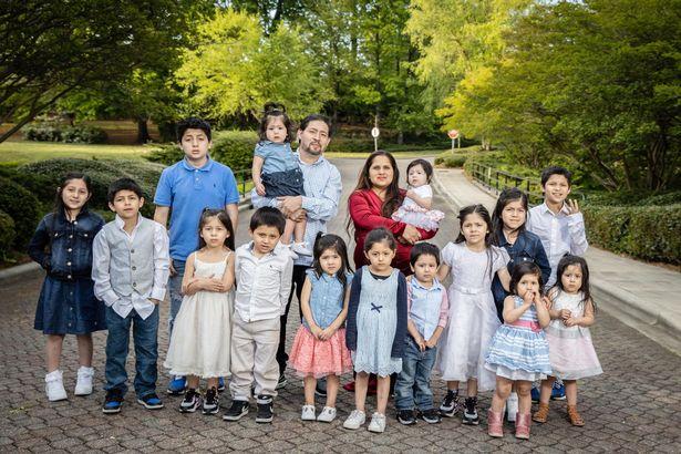 Nhìn vào bức hình gia đình, ai cũng hiểu lý do vì sao các y bác sĩ ở bệnh viện đều quen mặt bà mẹ này - Ảnh 3.