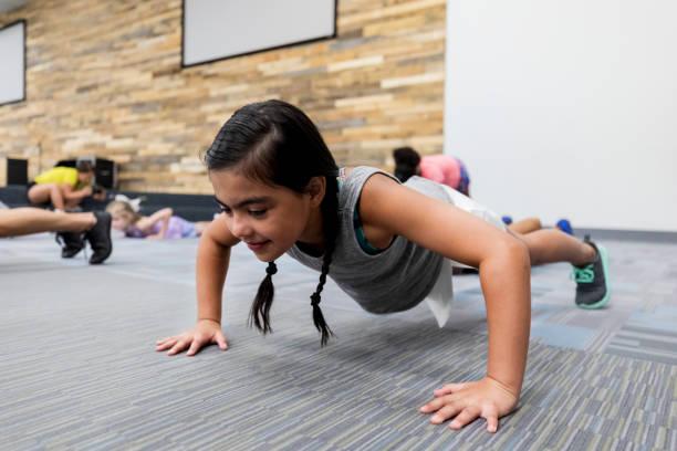 10 bài tập vừa tăng cường sức khỏe, vừa là trò chơi cho con nghỉ học ở nhà trong mùa dịch - Ảnh 5.