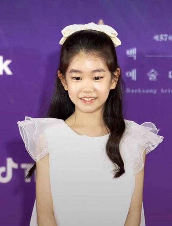"""Thảm đỏ lễ trao giải Baeksang 2021: """"Tình đầu quốc dân"""" Suzy gây sốt với đầm đen quyến rũ, dàn sao """"Cuộc Chiến Thượng Lưu"""" đổ bộ - Ảnh 5."""