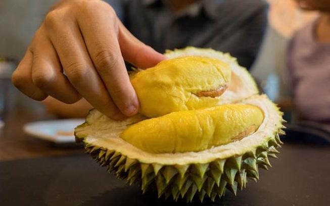 """Sầu riêng rất ngon nhưng người có 6 đặc điểm dưới đây ăn vào sẽ """"ôm họa"""" và cần lưu ý vài điều để ăn sầu không bị nóng, không tăng cân"""