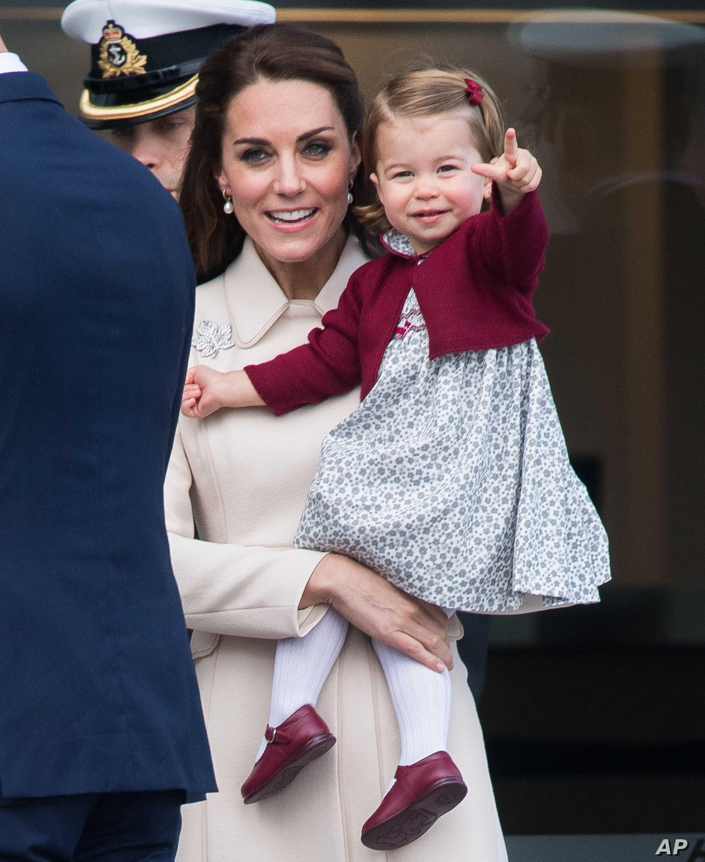 Công chúa Charlotte chứng minh đẳng cấp thời trang hoàng gia khi lập kỉ lục hiếm ai đạt được - Ảnh 3.